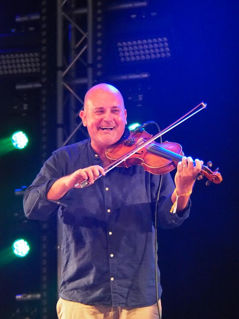 Joe Broughton, The Urban Folk Quartet, Shrewbury Folk Festival, UK by Sam Davis Music Photographer
