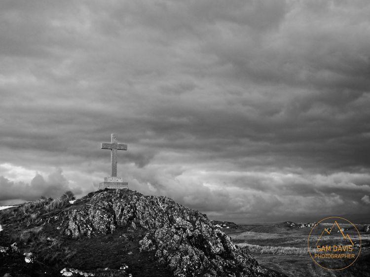 Cross at Ynys Llanddwyn, Anglesey, Wales, by Sam Davis Professional Landscape Photographer