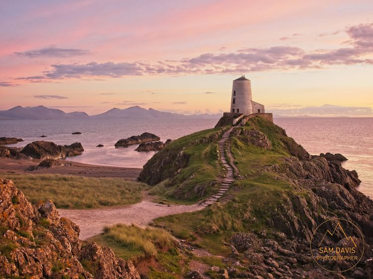 Sunset at Goleudy Tŵr Mawr Lighthouse, Ynys Llanddwyn, Anglesey, Wales by Sam Davis Photographer